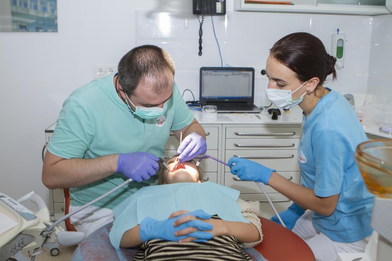 Лечить зуб