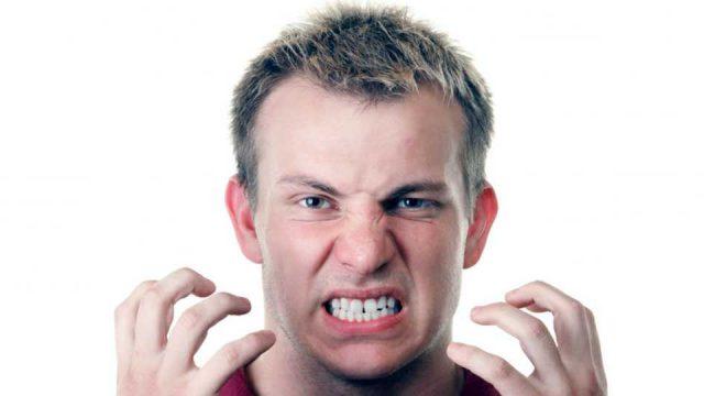 Що таке бруксизм, і якої шкоди він завдає людині?