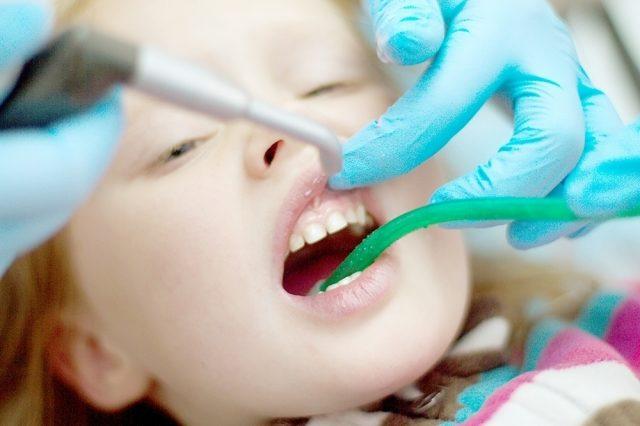 Огляд дитини, рентген знімок при необхідності